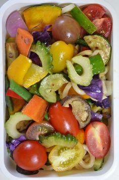 Twitter from @teruteru0526 お昼~ ヽ(・8・)ノ 夏野菜てんこもりサラダ風焼きうどん 20120709 Lunch #bento #obento #obentoart