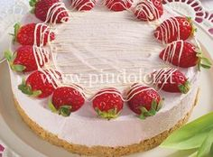 torta-delicata-fragole  <3