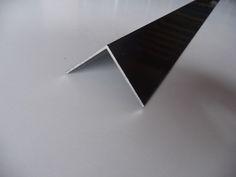 Perfil de aluminio angular para remate de carpintería.