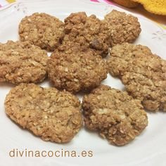 En esta receta de galletas de avena puedes sustituir las almendras o pasas por 50 gr de copos de avena si no quieres usar frutos secos.
