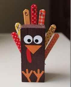 Fun and Creative Thanksgiving Place Cards, http://hative.com/fun-and-creative-thanksgiving-place-cards/,