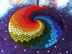 idea for plastic bottle caps Mandala Art, Mandala Painting, Dot Painting, Mosaic Diy, Mosaic Crafts, Mosaic Glass, Glass Art, Mosaic Madness, Bottle Top Art