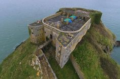 St Catherine's Fort on St Catherine's Island, Tenby, Pembrokeshire, Wales Photo from Western Telegraph Cymric, Welsh Castles, Pembrokeshire Wales, North Wales, Places Of Interest, Forts, British Isles, Van Life, Great Britain