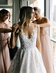 Romantic Wedding Dresses | itakeyou.co.uk #weddingdress #bridalgown #bridaldress #wedidnggown #ballgown #romantic