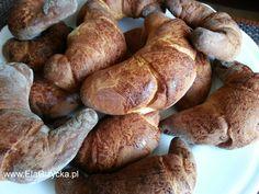 Drożdżowe rogaliki z mąki orkiszowej z powidłami z czarnej porzeczki