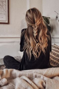 43 Cool Blonde Box Braids Hairstyles to Try - Hairstyles Trends Long Natural Hair, Braids For Long Hair, Long Curly Hair, Curly Hair Styles, Natural Hair Styles, Messy Braids, Messy Braid Side, Crown Braids, Blonde Braids