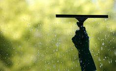 Limpe os vidros das janelas com uma receita eficiente e sustentável