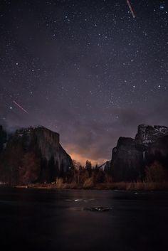 Night sky over Valley View, Yosemite, CA [OC] [4016x6016] : EarthPorn