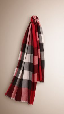 The Lightweight Check Cashmere Scarf is made at a Scottish mill established in British Style, British Fashion, Autumn Winter Fashion, Fashion Fall, Burberry Scarf, Lightweight Scarf, Cashmere Scarf, Fashion Labels, Scarf Styles