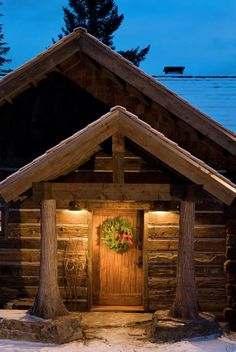 Use Indeed Decor's Designer Curated Cozy Cabin Holiday Gift Guide to find just the right rustic seasonal gifts for your lodge or cabin dwelling friends and family! Log Cabin Living, Log Cabin Homes, Log Cabins, Porche Frontal, Plan Chalet, Little Cabin, Cozy Cabin, Winter Cabin, Mountain Homes