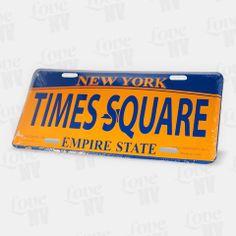 Der New Yorker Times Square. Im Herzen des Theater-Districts und Broadways bildet es das Herz von New York. Das dazugehörige Blechschild eignet sich durch seine Länge von 30cm bestens als Dekoration - hier sind Ihnen keine Grenzen gesetzt. Eine offizielle Verwendungs auf der Strasse ist natürlich nicht möglich. #newyorkcity #newyork #nyc #ny #timessquare #times_square #empirestate #blechschild #kennzeichen #licenseplate