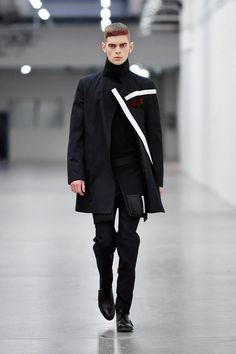Check out the Fall/Winter 2014 menswear collection from Italian designer Erik Bjerkesjo. While many collections tend to blend, the thing. Fashion Details, Love Fashion, High Fashion, Fashion Show, Mens Fashion, Fashion Design, Fashion Trends, Unisex Fashion, Boiled Wool Jacket