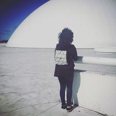 Gracias como siempre a nuestra modelo Irene Arroyo por probarse todos nuestros #wearables #wearable #technology #fashion #fashionablecyborg #fashionabletechnology #diy #environmentdress #avilesdatacity #aviles #factoriacultural #factoriaculturalaviles #mariacastellanos #albertovalverde #uh513 #uh513studio #maker #arduino #3d #3dprinting #art #arte #artecontemporaneo #contemporaryart by imperdiblewoman