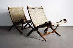 Mid Century Modern Set of 2 Yugoslavian Woven Folding Lounge Chairs in the Manner of Hans Wegner