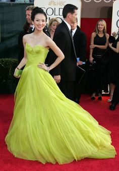 Zhang Ziyi in Giorgio Armani, 2006 Golden Globes. This one is definitely an eye-catcher. Celebrity Red Carpet, Celebrity Dresses, Celebrity Style, Elie Saab, Zhang Ziyi, Glamour, Trends, Golden Globes, Red Carpet Looks