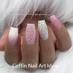 The advantage of the gel is that it allows you to enjoy your French manicure for a long time. There are four different ways to make a French manicure on gel nails. French Fade Nails, Faded Nails, Glam Nails, Beauty Nails, Glitter Nails, Cute Nails, Pretty Nails, My Nails, Hair And Nails