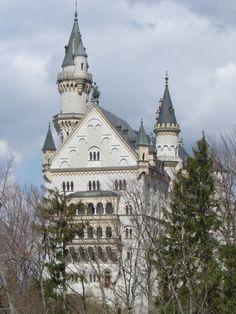 Schloss Neuschwanstein (byMarco Assini) ♥  ♥  ♥  Wir lieben Deutschland. Deutschland liebt die Trinkflasche aus Glas von EPiCO BOTTLES. Finde sie auf https://epicobottles.de/