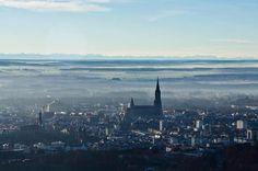 Sicht auf das Ulmer Münster und im Hintergrund die Alpen!
