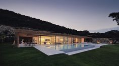 Reminds me of Farnsworth House. House Rehabilitation In Begur / MANO Arquitectura