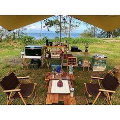 @yn222_cp さんのpic✨⠀ 琵琶湖の横でロースタイルのまったりキャンプ😊⠀ スクリーンタープでは景色が遮られてしまいますが、⠀ オープンタープを使うとサイトから綺麗な琵琶湖を眺めることができます😍✨⠀ ⠀ ~オープンタープで開放的キャンプ~⠀⠀ オープンタープを使っているキャンプサイトをご紹介します。⠀ ⠀ 🌳🌲🌼🌳🌲🌲🌳🌲🌳🌲🌻🌳🌳⠀ #hinataoutdoor を付けて⠀ アウトドア風景を投稿してください😊⠀ 🌳🌲🌳🌲🌻🌲🌳🌲🌳🌼🌲🌳🌳⠀ ⠀ 素敵なお写真はリポストさせて頂きます✨⠀ ⠀ 🚙キャンプや山登りのアウトドア情報はプロフィールのURLから ➡ @hinata_outdoor⠀ *⠀ *⠀ #キャンプ #アウトドア #アウトドアギア #外遊び #オープンタープ #campgear #outdoorgear #camp #campliving #outdoor #campstyle #camping #campinglife #camplife #outdoorstyle #outdoors… Camping Glamping, Outdoor Camping, Trekking Gear, Happy Campers, Campsite, Vintage Travel, Outdoor Chairs, Tent, Places