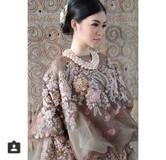 Oh we are really in love this pretty and whimsical design of baju bodo from of Photo regram from the stunning Kebaya Lace, Kebaya Dress, Batik Kebaya, Batik Dress, Lace Dress, Kebaya Modern Dress, Traditional Wedding Dresses, Traditional Weddings, Batik Fashion