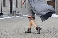 chelsea boots Mode Blog, Spring Trends, Minimal Fashion, Knit Dress, Chelsea Boots, Duster Coat, Bodycon Dress, Street Style, Skirts