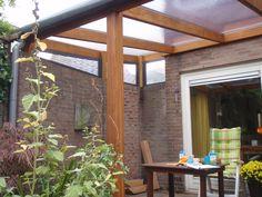 Een maatwerk veranda - overkapping, is een van de specialiteiten van Tuinmani. Deze is gemaakt van geïmpregneerd hout met polycarbonaat dakbedekking. Ook verkrijgbaar is lariks hout of aluminium. Geplaatst en verkrijgbaar bij @Tuinmani #tuinmani www.tuinmani.nl Lean To, Bungalow, Outdoor Structures, Patio, Interior, Garden, House, Inspiration, Biblical Inspiration
