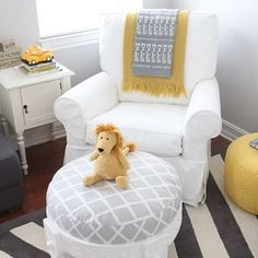 Gray and yellow are still a winning combination in the nursery! :clap::clap: Click link in profile to see the whole room. credit @paperyandcakery