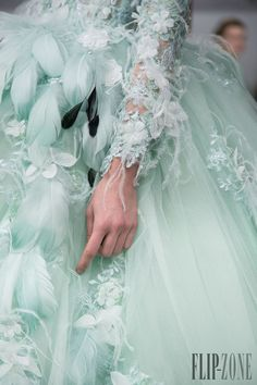 Gorgeous Tony Yaacoub Couture Spring Summer 2014 Paris Collection - Be Modish Azul Tiffany, Tiffany Blue, Couture Details, Fashion Details, Beautiful Gowns, Beautiful Outfits, Fabulous Dresses, Couture Fashion, Runway Fashion