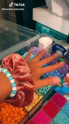 𝕡𝕚𝕟𝕥𝕖𝕣𝕖𝕤𝕥: 𝕛𝕩𝕤𝕥𝕣𝕒𝕔𝕙𝕖𝕝 - Trending Videos on TikTok - Watch Comic TikTok Videos Diy Friendship Bracelets Patterns, Diy Bracelets Easy, Summer Bracelets, Bracelet Crafts, Friendship Crafts, Loom Band Bracelets, Homemade Bracelets, Cute Diys, Cute Crafts