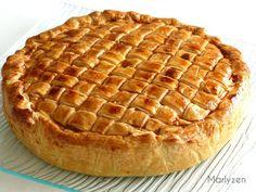 Roquefort mini cakes, smoked walnuts and bacon - Clean Eating Snacks Caprese Salat, Easy Homemade Recipes, Easy Casserole Recipes, Baked Chicken Recipes, Partys, Savoury Cake, Empanadas, Healthy Breakfast Recipes, Mini Cakes
