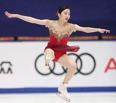 中国杯の女子フリーで演技する本田真凜=北京