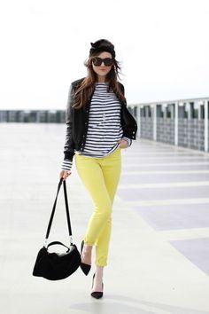 pantalones amarilllos para combinar camisa