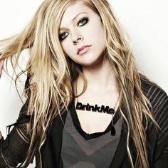#AvrilLavigne #musica #biografias  Avril Lavigne recebeu e foi nomeada em vários tipos de prêmios ao redor do mundo, inclusive no Brasil. Em 2003, obteve oito indicações no Grammy Awards. Ainda em 2003, ela foi indicada em onze categorias dos Junos Awards, vencendo em sete.