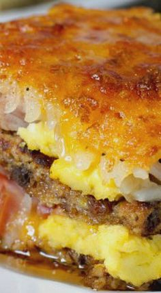 Breakfast Lasagna - Not your average breakfast casserole, this breakfast lasagna swaps French toast for pasta and layers in hash browns, smoked ham, cheese and eggs. white christmas,breakfast and brunch Breakfast Lasagna, Breakfast Desayunos, Breakfast Items, Breakfast Dishes, Breakfast Recipes, Egg Lasagna, Breakfast Ideas For Kids, Lasagna Casserole, Frozen Breakfast