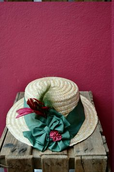 Canotier verde y granate Hats, Fashion, Boater, Garnet, Fascinators, Sombreros, Green, Projects, Moda