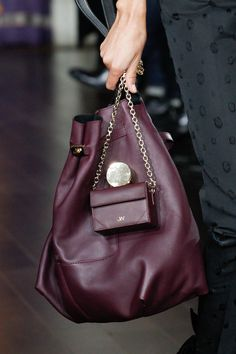 64dc594cee0f7d 107 amazing FALL 17 CATWALK BAGS images | Catwalk, Shoulder bags ...