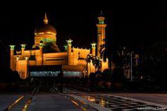 BRUNEI DARUSSALAM: DETACHED BUT NOT BORING – lakwatserongdoctor Brunei, Cn Tower, Taj Mahal, Building, Travel, Viajes, Buildings, Destinations, Traveling