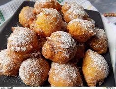 Jablko nastrouháme na hrubším struhadle, mrkev na jemném. Přidáme vejce, jogurt a všechny zbývající suroviny.Vymícháme těsto, které nabíráme... Czech Recipes, Ethnic Recipes, Pan Dulce, Quesadilla, Pretzel Bites, Cake Recipes, Cheesecake, Food And Drink, Sweets