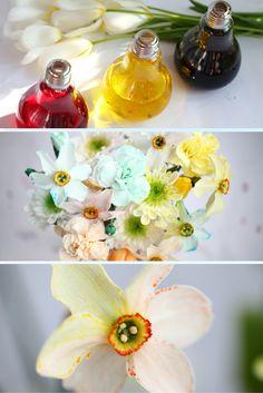 Sprawdź jak samodzielnie barwić kwiaty barwnikami spożywczymi. Świetny eksperyment do przeprowadzenia z dziećmi!