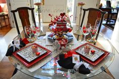 queen of hearts Valentine table