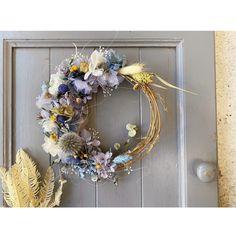 小花の三日月リース   ハンドメイドマーケット minne Grapevine Wreath, Grape Vines, Floral Wreath, Wreaths, Home Decor, Flower Crowns, Door Wreaths, Deco Mesh Wreaths, Interior Design