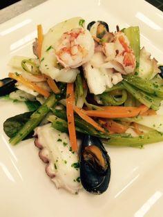 Insalata tiepida di mare con verdurine croccanti