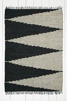 Teppich mit Winkeldesigns, 5 x 7 Fuß - Urban Outfitters - 199 €