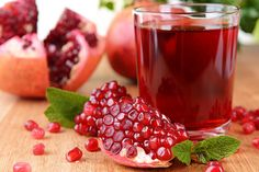 can we eat pomegranate seeds during pregnancy? Pomegranate is a very healthy fruit. Many people like them open, scoop out the seeds and eat them entire. Healthy Fruits, Healthy Drinks, Healthy Eating, Healthy Recipes, Juice Recipes, Healthy Food, Juice For Skin, Pomegranate Juice, Tips & Tricks