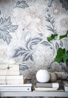 I Love these wallpapers with flowers in different shades of blue and beige from Sandbergs Tapeter, the Anna Kubel collection. Interior Wallpaper, Wall Wallpaper, Sandberg Wallpaper, Bedroom Wallpaper, Luxury Bedroom Design, Interior Design, Black Flowers Wallpaper, Farmhouse Style Kitchen, Luxurious Bedrooms