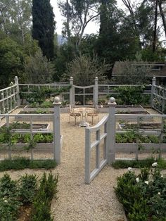 Potager Garden Rabbit Proof Your Garden With Decorative Fence - Pea gravel patio pictures Potager Garden, Veg Garden, Vegetable Garden Design, Garden Cottage, Fenced Garden, Garden Beds, Raised Vegetable Gardens, Chicken Garden, Farmhouse Garden
