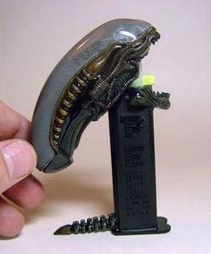 Alien Pez Spender on http://www.drlima.net