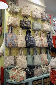 The Memory Bee : covent garden cath kidston. Cath Kidston Shop, Cath Kidston Bags, Handbag Display, Craft Booth Displays, Display Ideas, Craft Markets, Craft Bags, Craft Show Ideas, Handmade Bags
