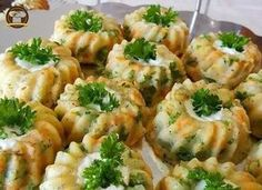 Mashed Potato Salad - My Delicious Food - Salad Recipes Avocado Dessert, Turkish Recipes, Italian Recipes, Ethnic Recipes, Mashed Potato Salads, Turkish Salad, Salad Cake, Crushed Potatoes, Best Salad Recipes